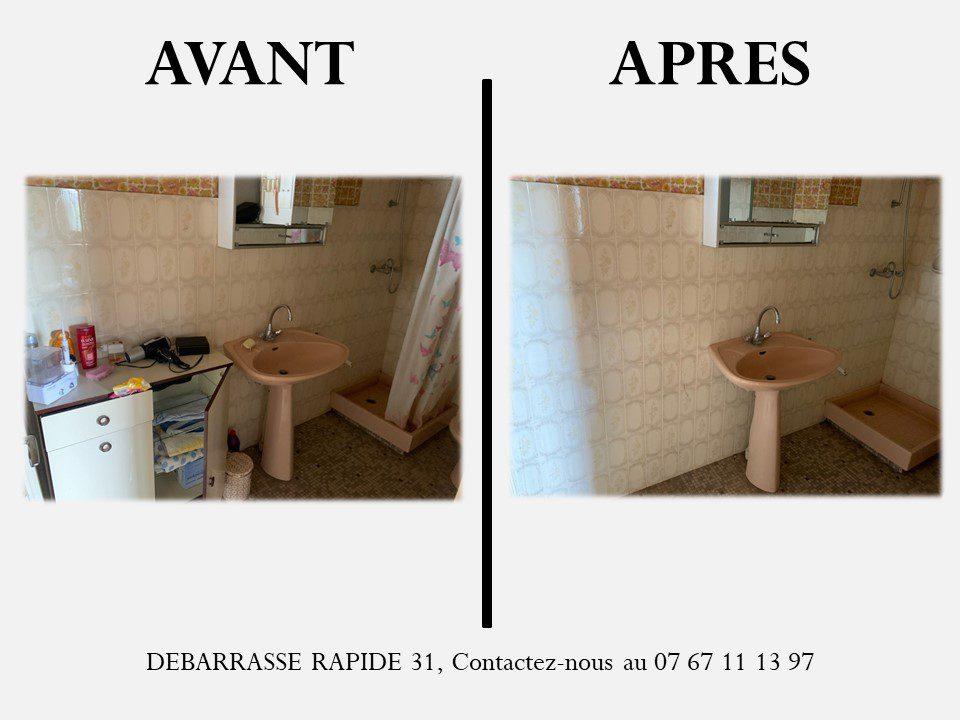 Salle de bain plein puis salle de bain vide une fois l'intervention de la société débarrasse rapide 31.